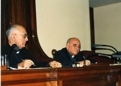 P. Giuseppe Pittau e P. Magnani durante una conferenza